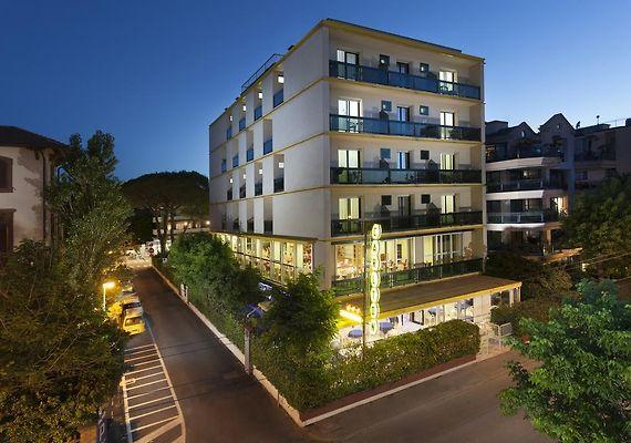 HOTEL CARLTON, RICCIONE ***
